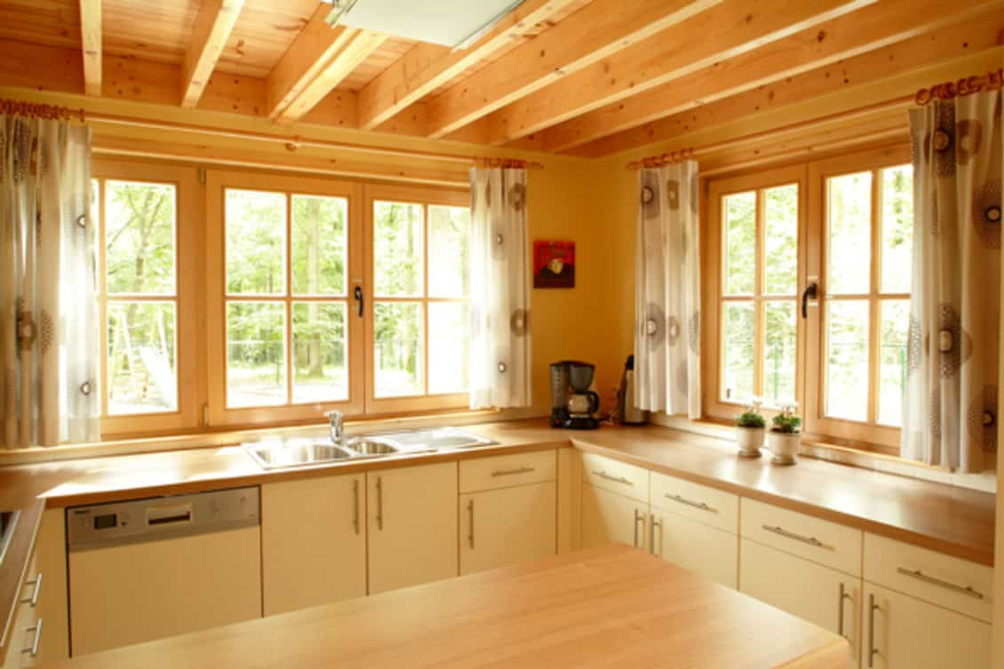 Fotos interieur met ruime tuin en terras chalet 4 seizoenen - Moderne chalet keuken ...